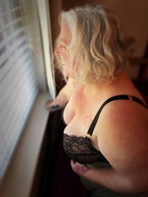 Melie call girl and tantra massage