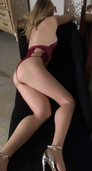 Marie-flore happy ending massage
