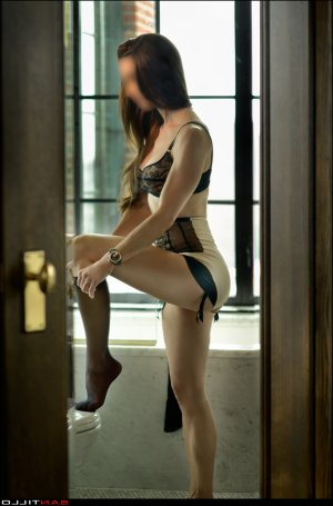 Phanelie escort girl in Griffith Indiana, thai massage